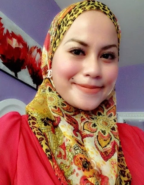 Fesyen terlampau ketat Rebecca Nur Islam bertudung dedah bentuk asetnya