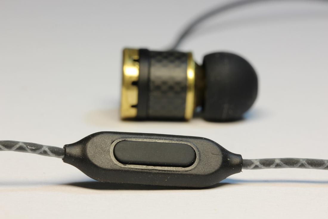 Inline-Fernbedienung mit NuForce NE800M In-Ear Kopfhörer