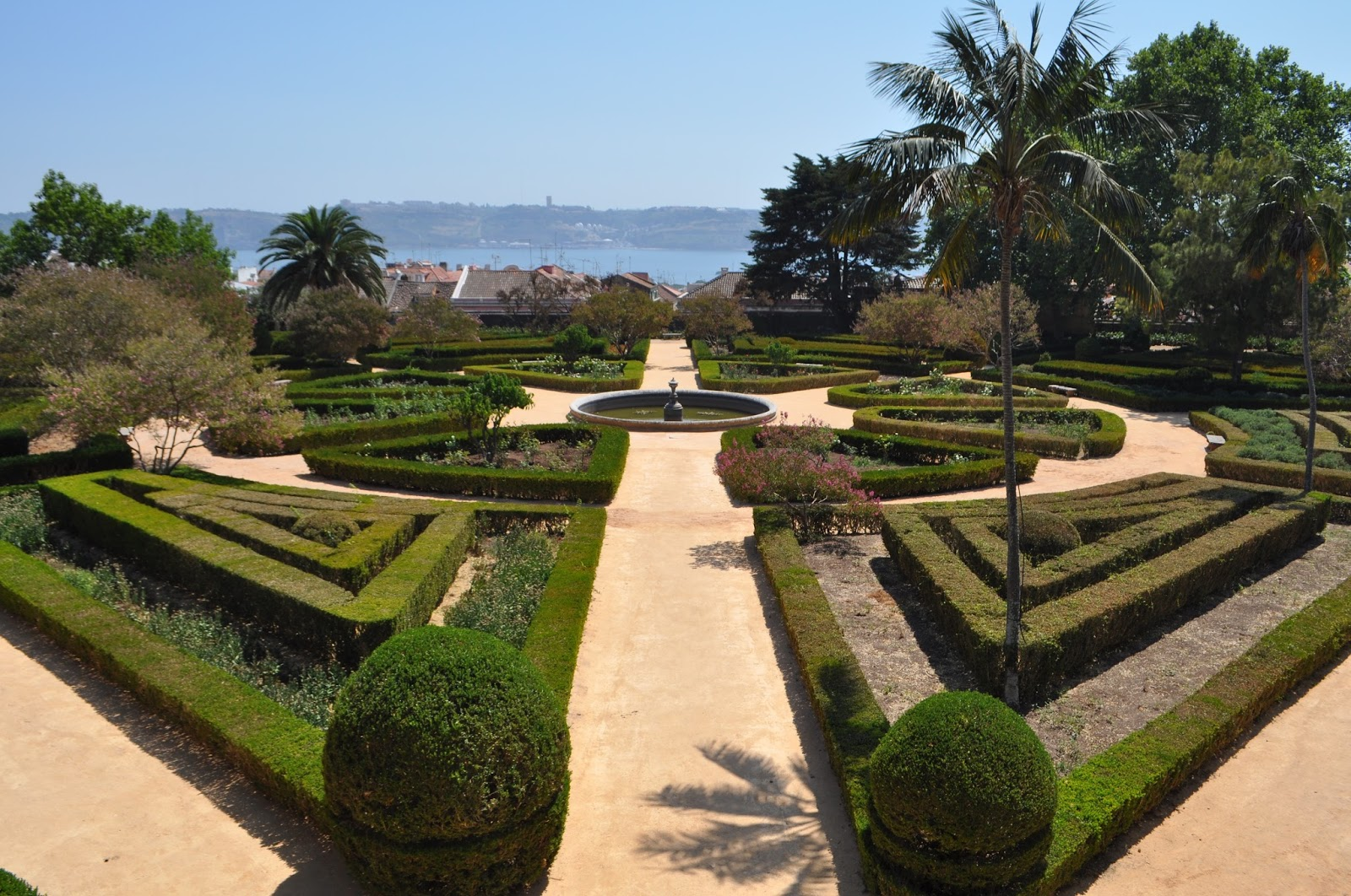 Walker Wanderlust: Ajuda Botanical Garden