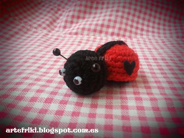 mini mariquita amigurumi ladybug crochet ganchillo broche llavero