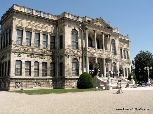 Palatul Dolmabahce Istanbul resedinta ultimilor sultani Intrarea-in-palatul-dolmabahce