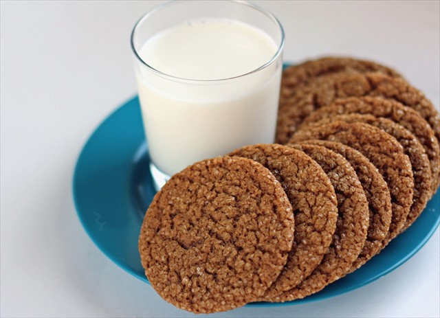 GINGER SPICE COOKIES - Butter With a Side of Bread