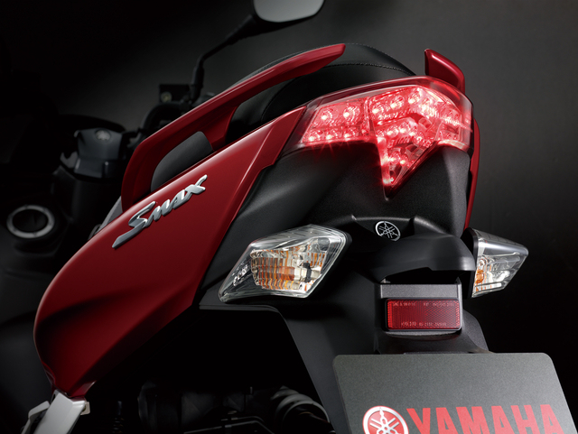 Yamaha SMAX 155 Mimpi buruk Bagi Honda PCX 150