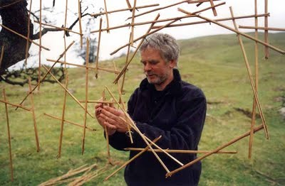 andy goldsworthy is a british sculptor Andy goldsworthy is a british sculptor, photographer and environmentalist, and the son of a mathematician, which is reflected in the use of dramatic geometric shapes.