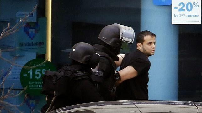 Se entrega a la policía el hombre que retenía a varios rehenes cerca de París