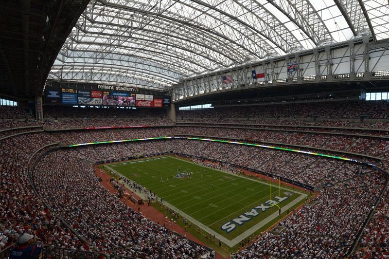 NRG Stadum (Houston)  A casa do Houston Texans foi palco de uma das maiores  polêmicas do show business americano. Durante o show do intervalo do Super  Bowl ... 1204f574d2307