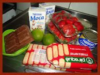 Ingredientes da torta de delícia de morango