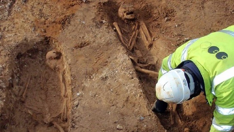 Skeletons found in Suffolk water pipe dig