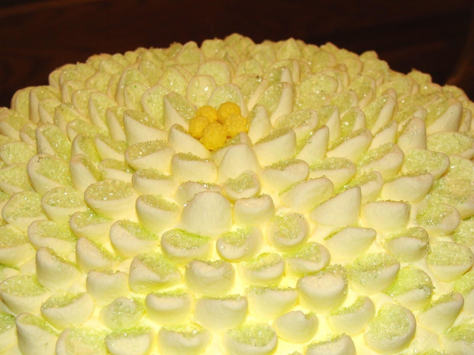 Cake Decorating Marshmallow Flowers : Haybee Baby: Marshmallow Flower Cake