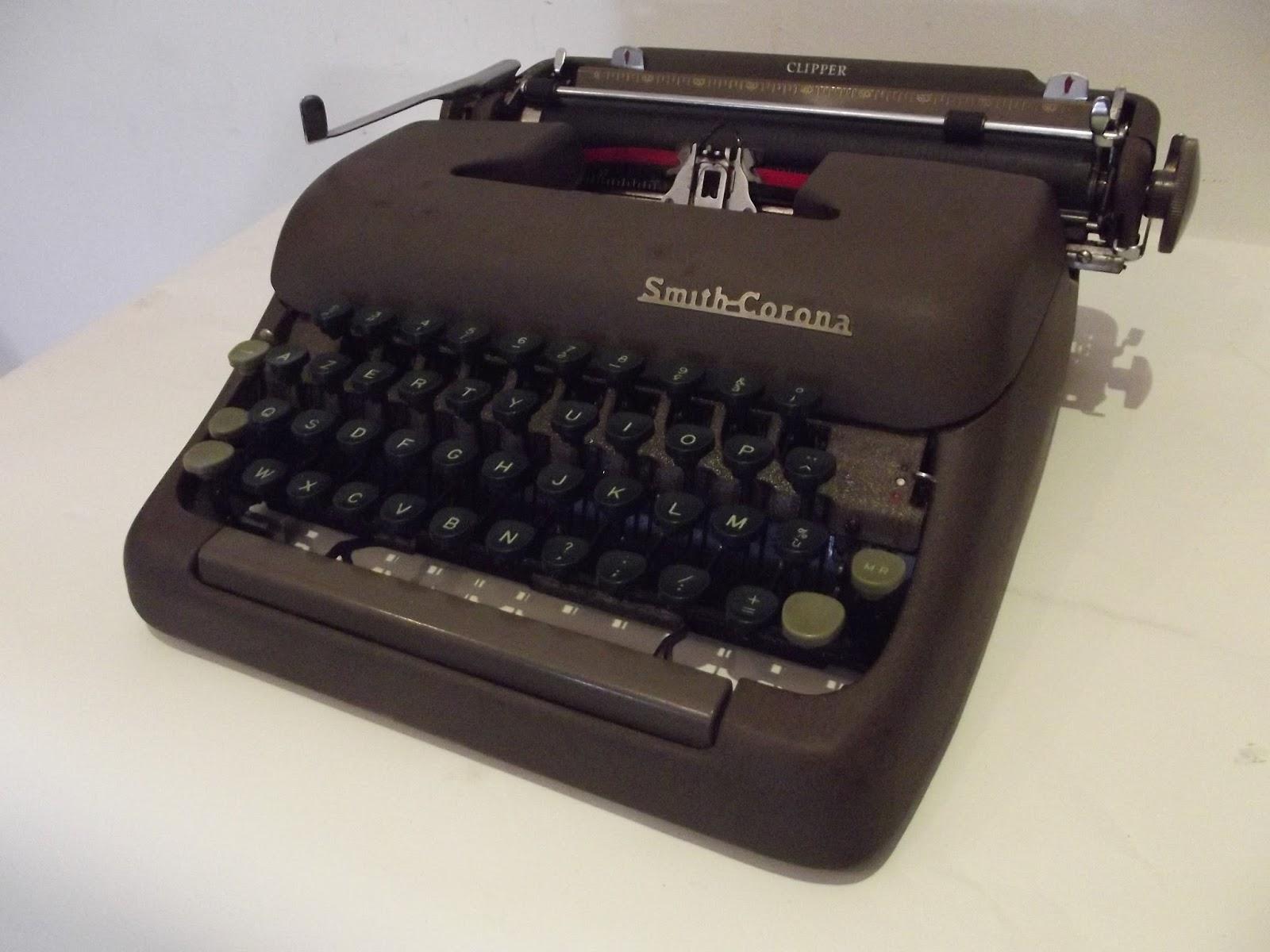 ancienne machine a ecrire l c smith corona corp clipper made in usa. Black Bedroom Furniture Sets. Home Design Ideas