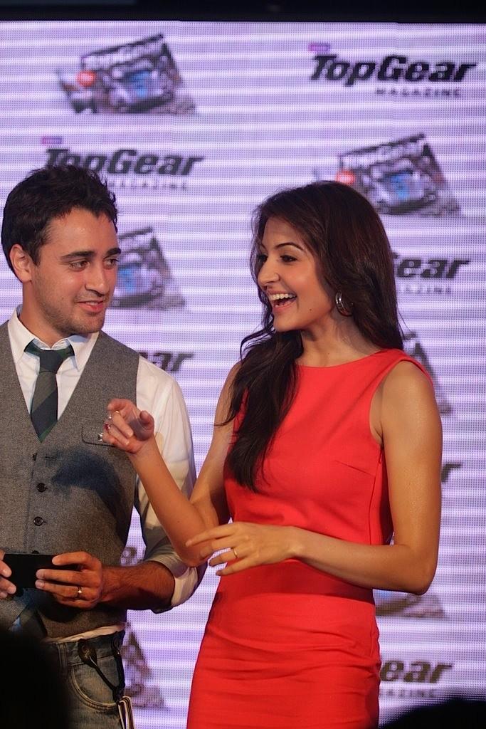 http://4.bp.blogspot.com/-eJoGyS14KtM/TbvArGZ6chI/AAAAAAAAE00/hkxCU0sD87U/s1600/Imran-Khan-and-Anushka-Sharma-re-launched-BBC-Top-Gear-Magazine-050.jpg