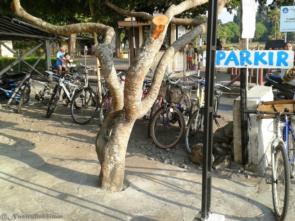 Parkirannya penuh sepeda