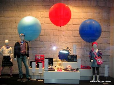 витрины магазинов детской одежды