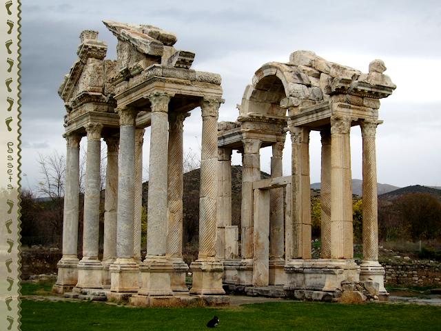 Afrodisias Tetrapylon