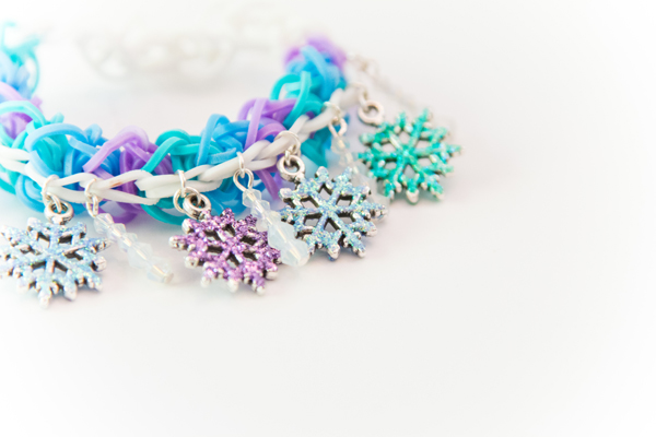 Frozen Snowflake Icicle Rubber Band Bracelet @craftsavvy #craftwarehouse #loombands #rubberbandbracelets