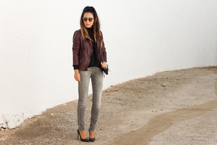 Blogger de moda de Valencia con estilo chic urbano con pantalones vaqueros y zapatos de diseñador YSL Saint Laurent