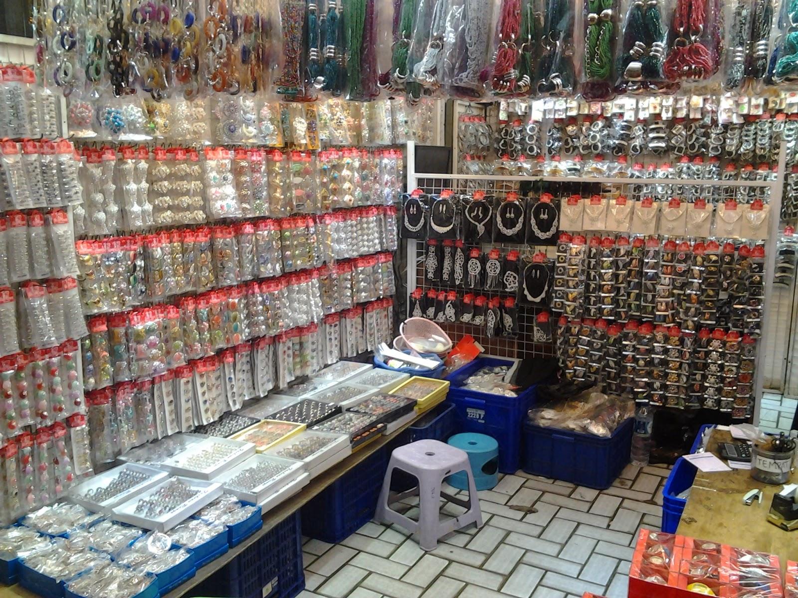 Selvy Erline Wisata Kota Tua Pasar Asemka