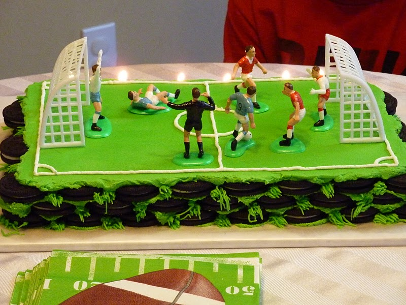 Cake Decorated Like Football Field : Sarah Bakes: Oreo Cookie Cake - Soccer Field Cake