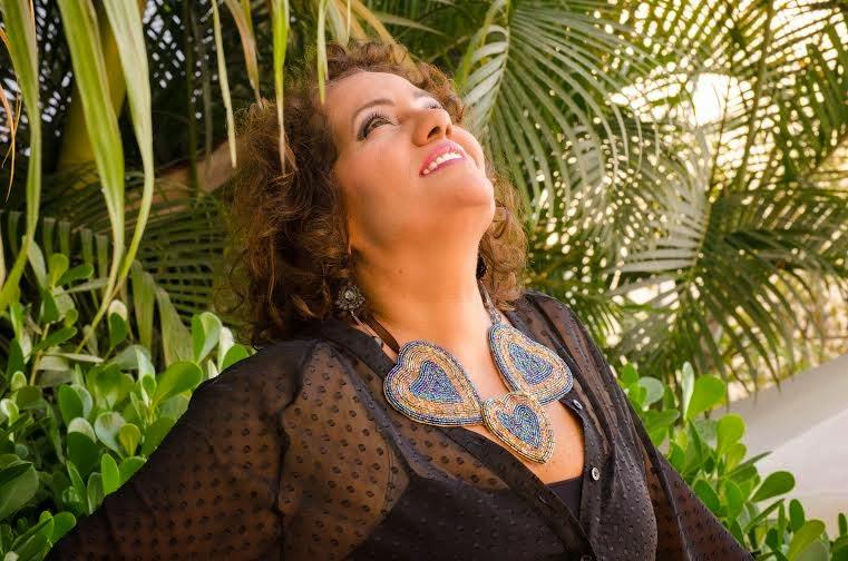 Ana Egito se apresenta no Rio Scenarium