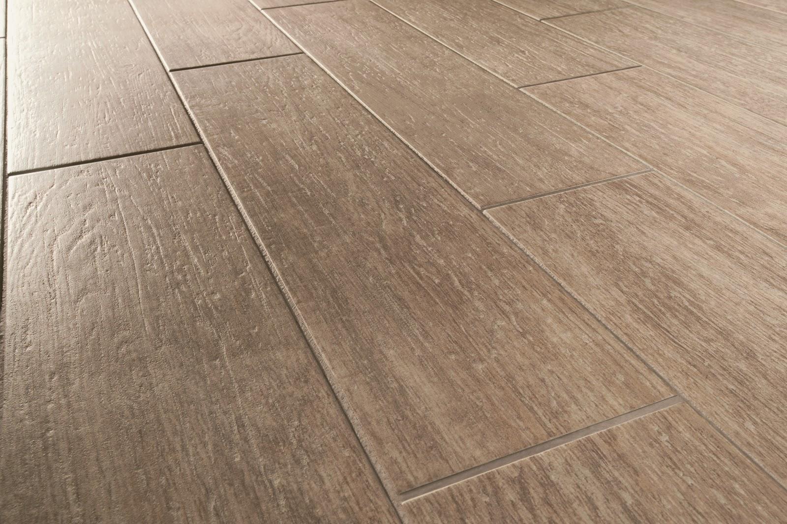 pavimenti in resina effetto parquet: 100 idee di cucine moderne ... - Piastrelle Effetto Legno Senza Fughe