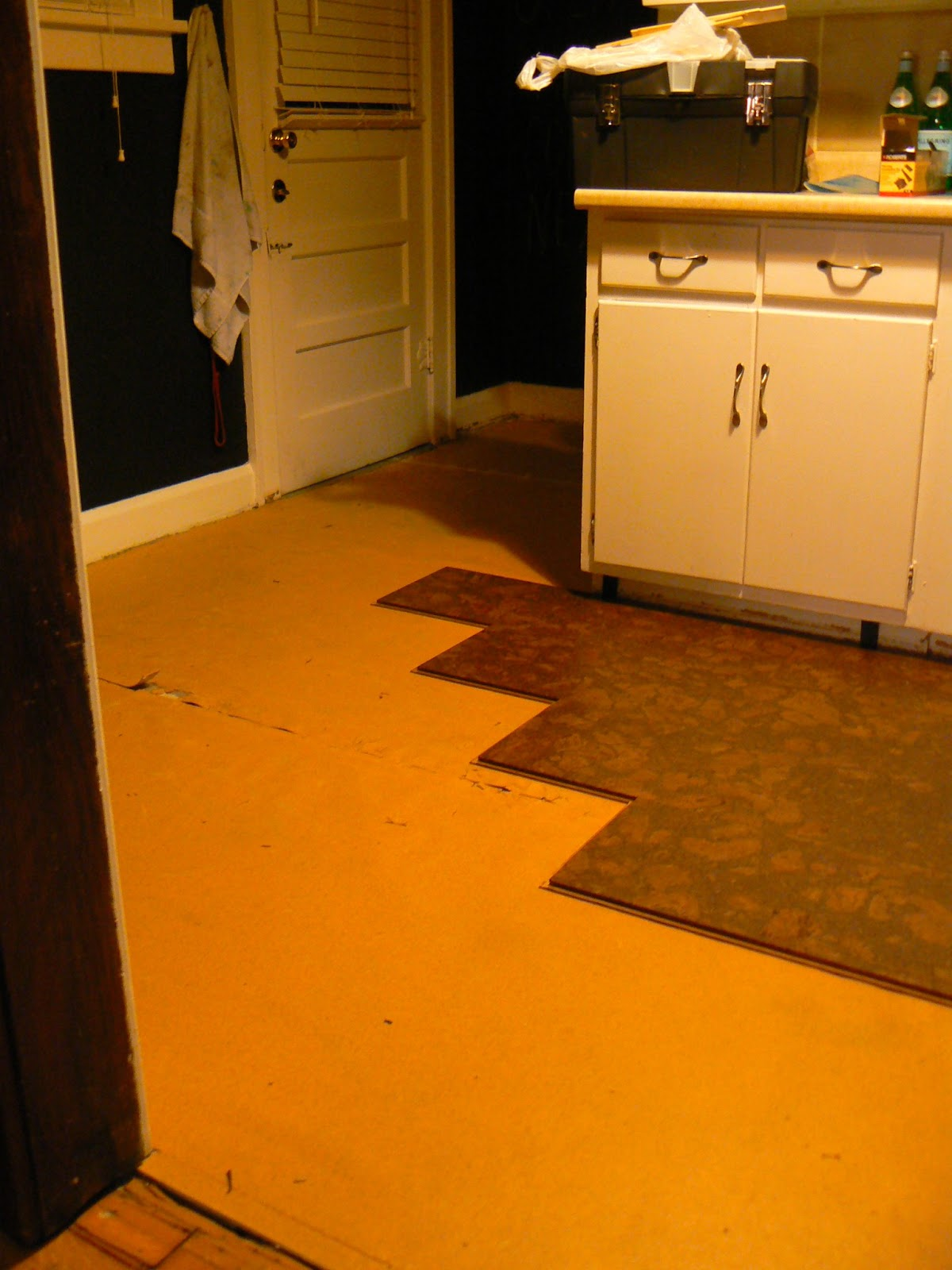 How to install floating cork floors or how to watch for Linoleum cork