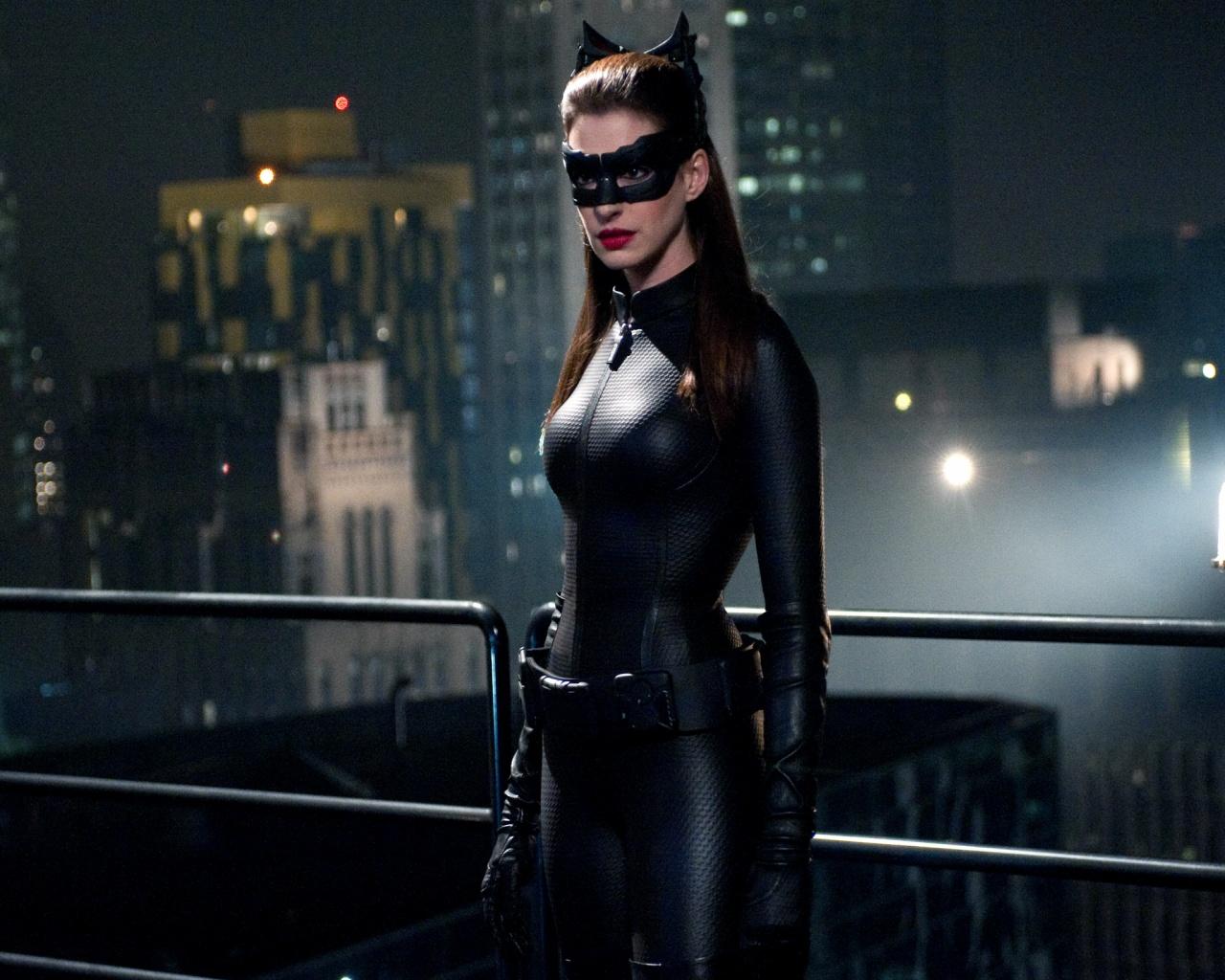 http://4.bp.blogspot.com/-eKn-pcKQIak/UAuzAKic9eI/AAAAAAAAALc/T5ra6wo3xbI/s1600/anne_hathaway_catwoman_dark_knight_rises.jpg