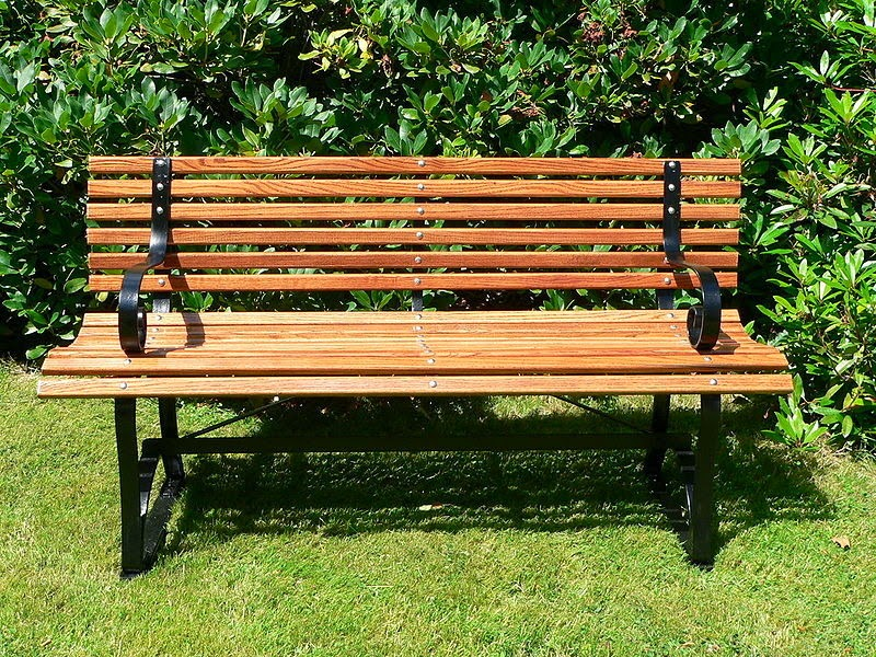 Bench in Park Wallpapers