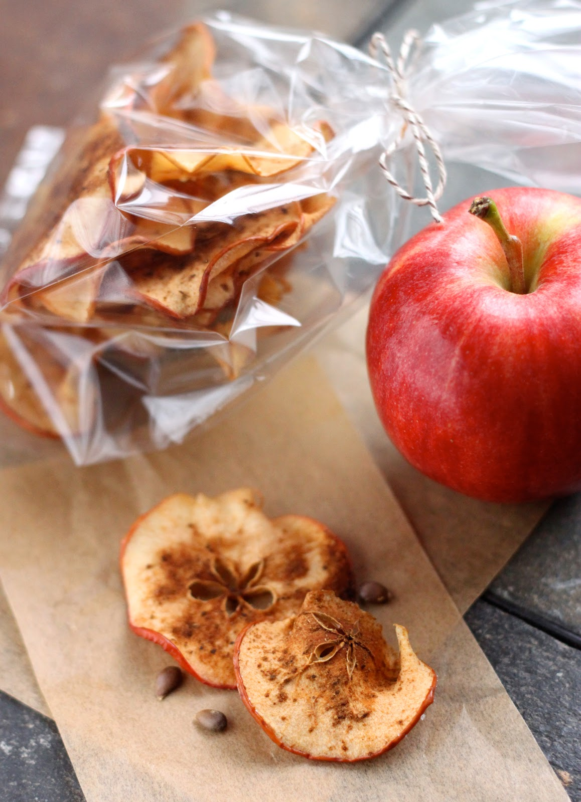 ... eats: Guest Post: Sugar and Spice Apple Chips from The Cilantropist