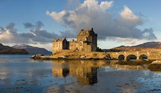 بأسكتلندا Eilean_Donan_Castle_