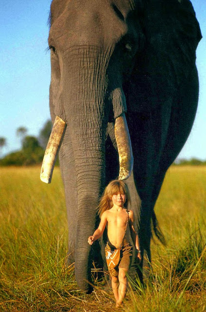 Girl+Growing+Up+Alongside+Wild+Animals+In+Africa_03