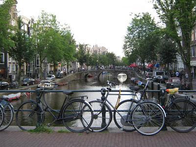 la ciudad de Amsterdam la cantidad de bicicletas que circulan por sus calles, hay un increíble número de bicicletas en Amsterdam.