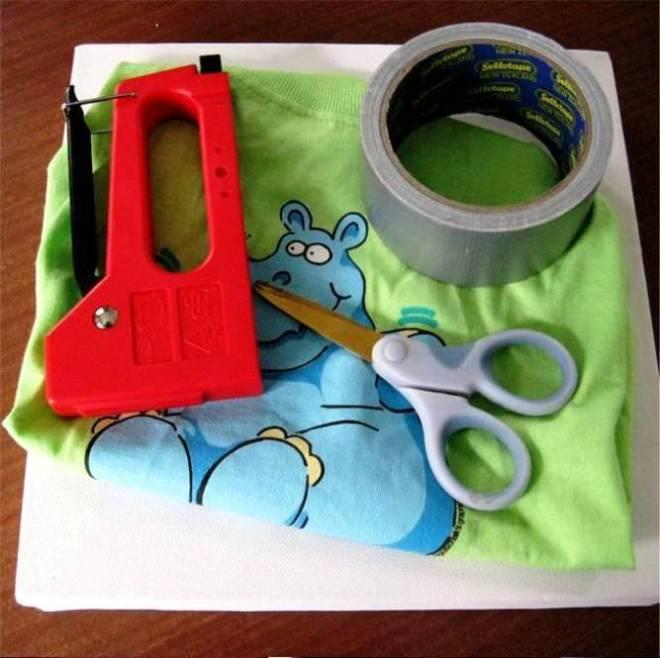 Cara Membuat Kerajinan Tangan, Membuat Pigura Kaos Kesayangan 1
