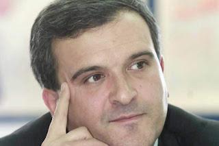 Lusófona e Relvas desmentem Expresso e garantem que ministro fez quatro exames