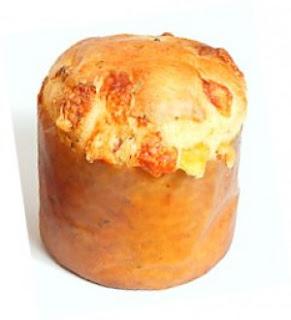 Panetone de linguiça e queijo