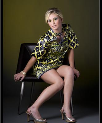 http://4.bp.blogspot.com/-eMnxxB6c3GU/Upr4BttqFMI/AAAAAAAAN3k/YrxhP2W6kzI/s400/Beautiful+Aubrey+Lee+in+a+short+dress,+sitting+on+a+chair+with+her+beautiful+legs+on+display.png