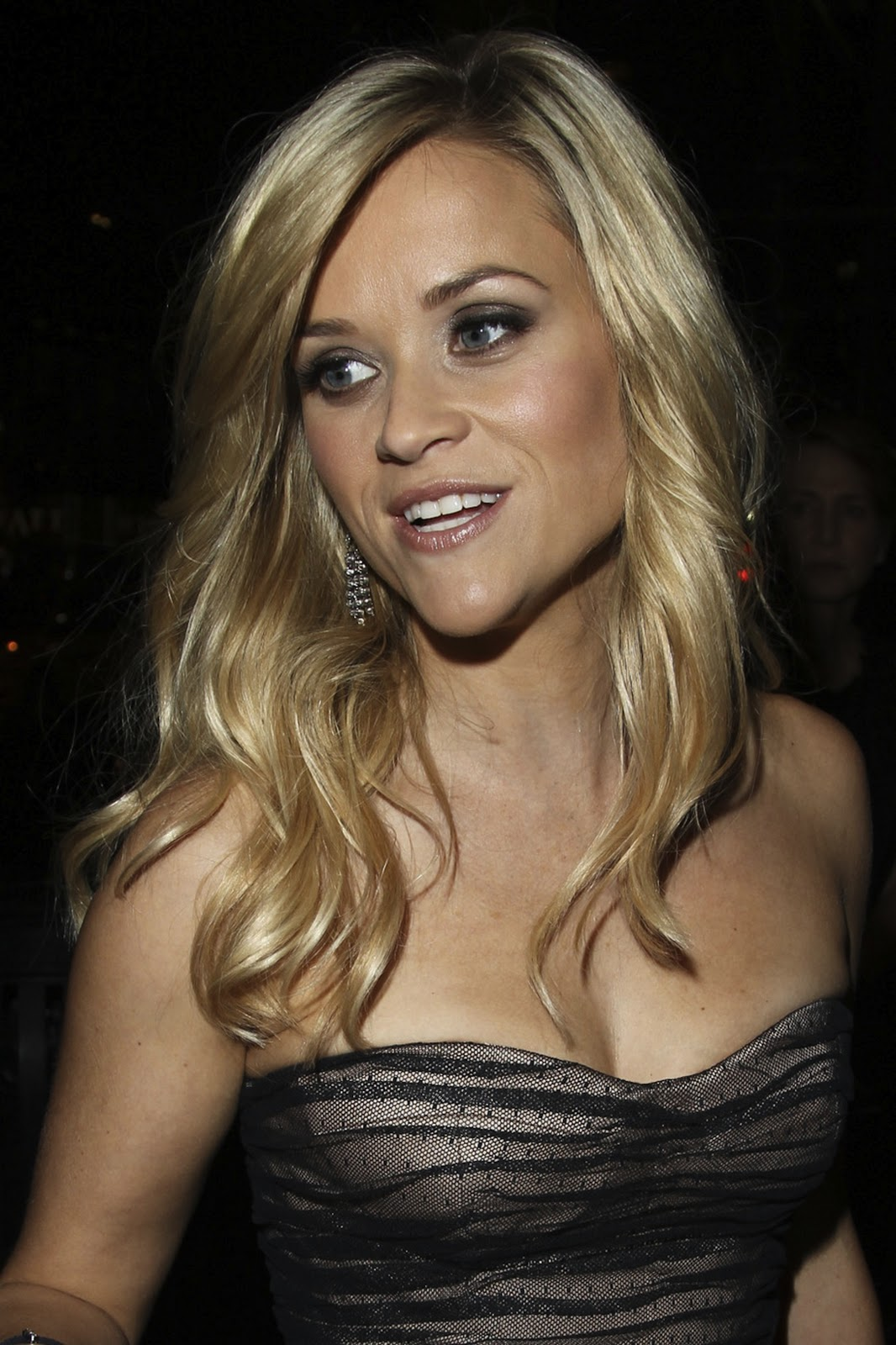 http://4.bp.blogspot.com/-eMxVzNGKkDg/TrKts1o7szI/AAAAAAAAC74/anWhM2Pu1i8/s1600/reese+witherspoon+hairstyles+%25282%2529.jpg