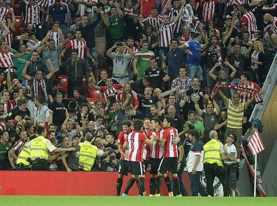Aduriz marca três em goleada do Athletic Bilbao sobre o Barcelona no primeiro jogo da Supercopa da Espanha