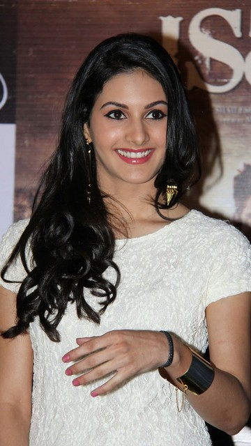 Amyra Dastur Latest Hot Images