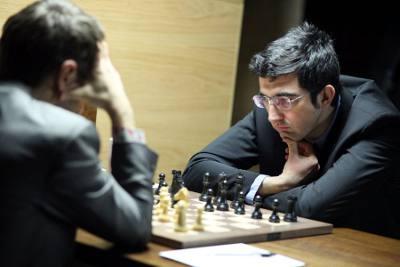 Victoire ronde 12 de Vladimir Kramnik sur Aronian dans une défense semi-Tarrasch