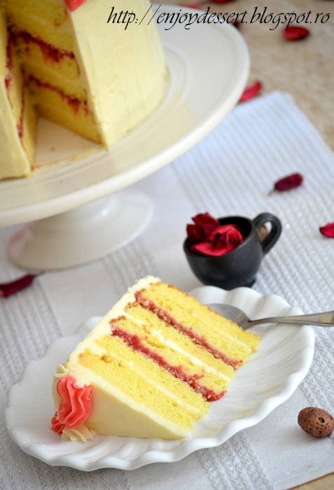 Tort de vanilie cu bezea elvetiana si capsune - Strawberry Vanila Cake with Swiss Merengue Buttercream