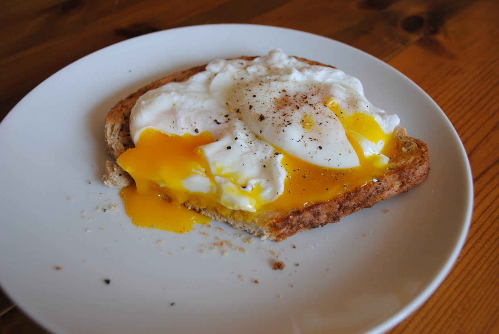jpg poached egg in spoon perfect poached eggs image easy poached eggs ...