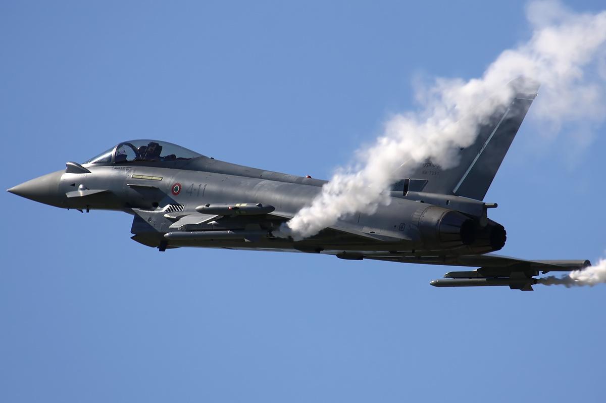 http://4.bp.blogspot.com/-eNdVpzYLDuc/T5aj7-VBC9I/AAAAAAAAH9A/2iH930Lbj00/s1600/eurofighter_typhoon_releases_missiles.jpg