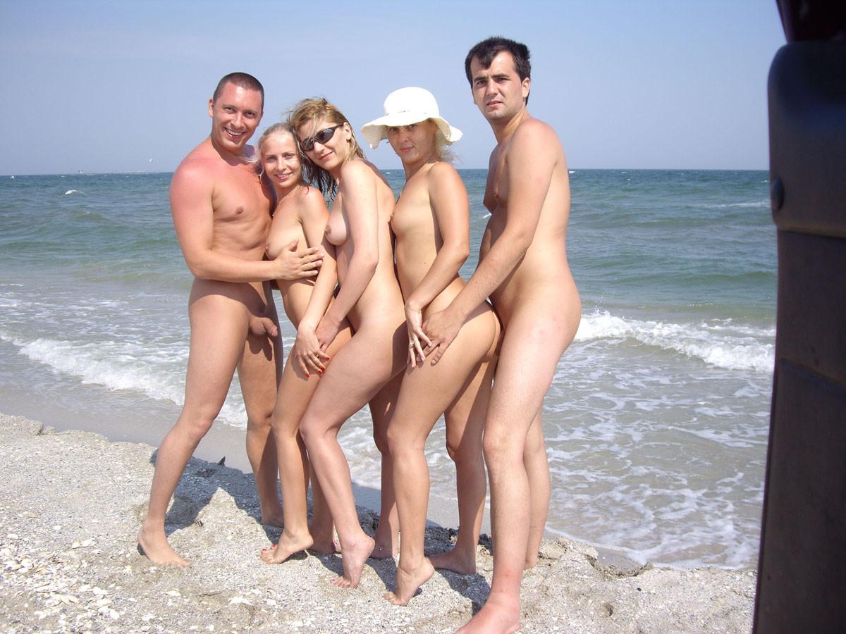 Фото голых девушки семейная, Семейные фотографии голых мам и дочерей 23 порно 4 фотография