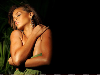 rihanna_topless_hd_picture