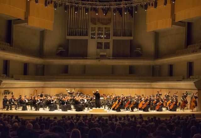 2015年10月3日下午,神韵交响乐团音乐会在多伦多罗伊•汤姆森音乐厅(Roy Thomson Hall)演出。(艾文/大纪元)