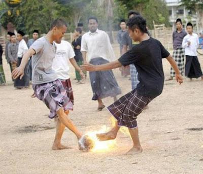 Permainan Bola Sepak Api Di Indonesia