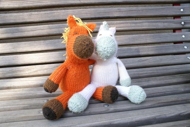 das orange Pferd und das weisse Einhorn