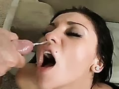 Audrey Bitoni recieves a warm jizz on her mouth