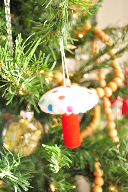 y para que estis en estos das os proponemos hacer algo divertido hoy un nuevo adorno para vuestro rbol de navidad