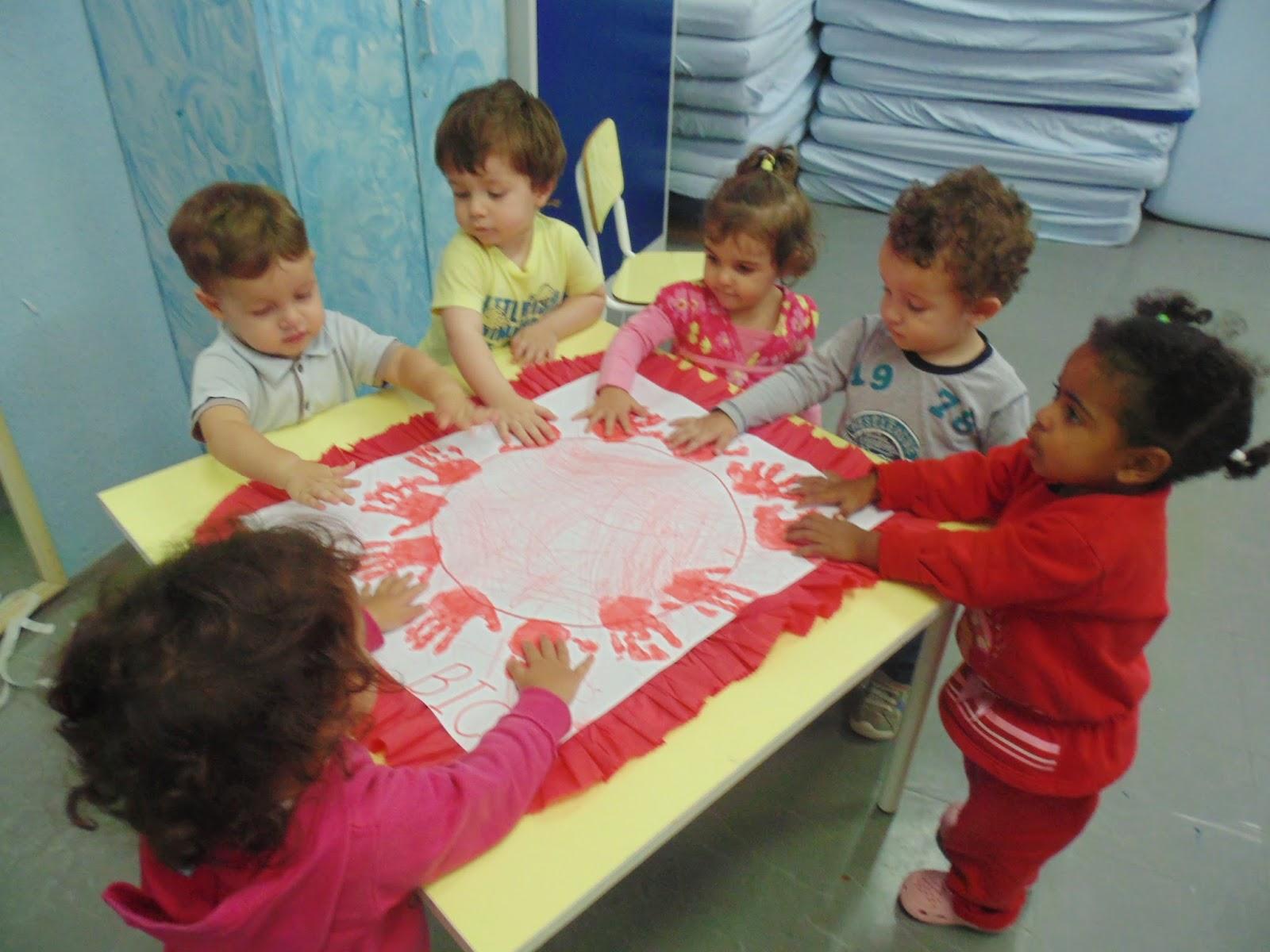 Populares Festa do vermelho e Exposições das atividades coletivas feitas no  YT54